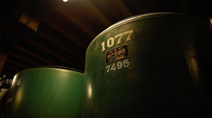 小林酒造の酒蔵にある醸造樽